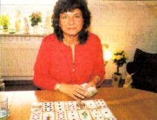 Wagte den Sprung in die Selbständigkeit mit Kartenlegen, Handlesen, Biorhythmus, Pendeln, Lebens- und Geschäftsberatung: Cerstin Rathjen-Johannssen.